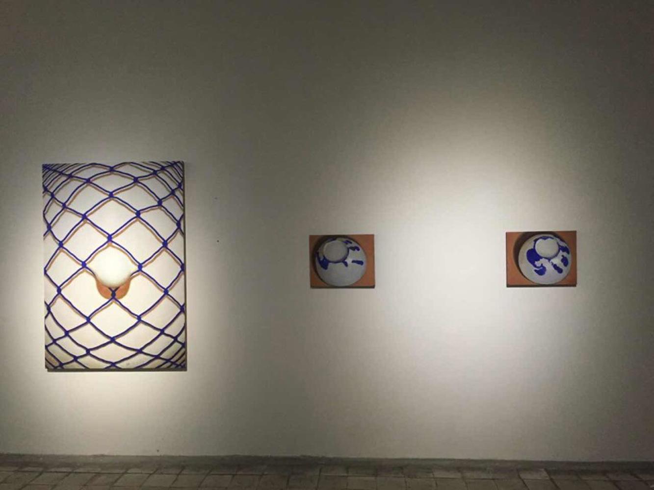 展览现场20-张慧,左:《珍珠-蓝图》 中:《赌徒1》 右:《赌徒2》-1