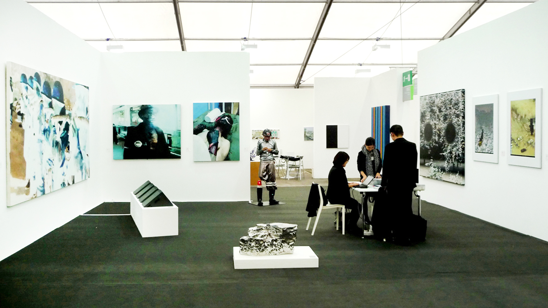 1-long-march-space-at-friezefrirs09